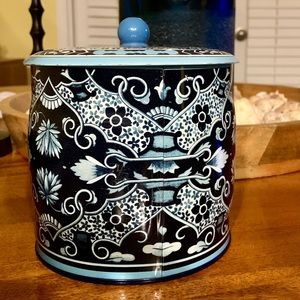 Other - Vintage Blue & White pretty tin with lid container